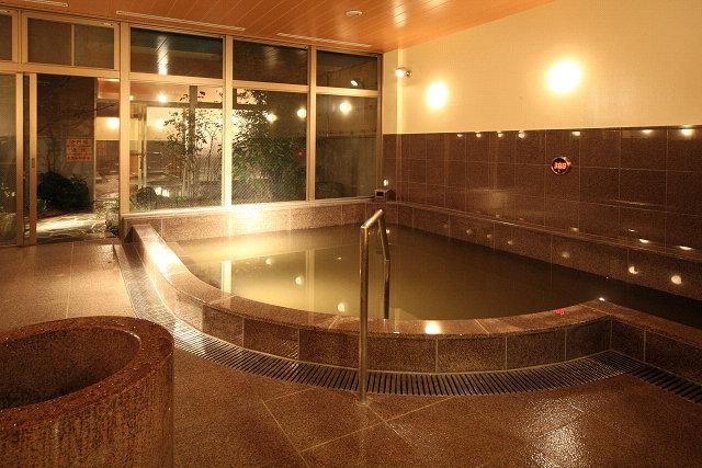 良質の湯を堪能できる大浴場