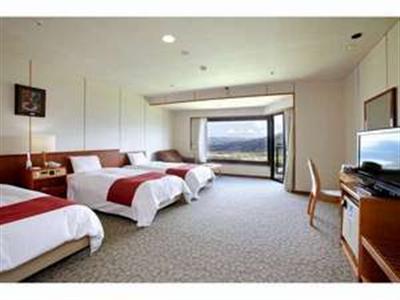広々洋室トリプルルーム 全客室より阿蘇五岳を望むことができる。