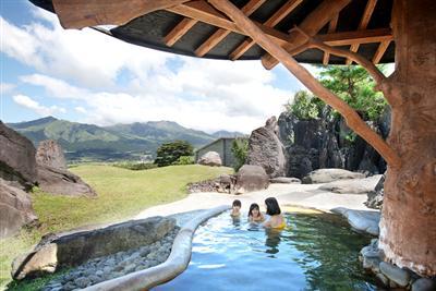 大浴場から望む阿蘇五岳の大パノラマ