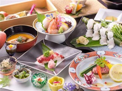 山宿では珍しいオープンキッチンスタイルでライブ感も楽しめる夕食