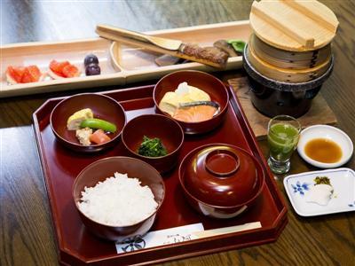 ボリューム満点ながら滋味あふれる日本の朝食