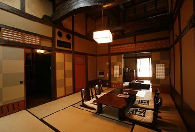 お部屋それぞれのテーマに沿ってデザインされた離れが8室。全室お風呂付