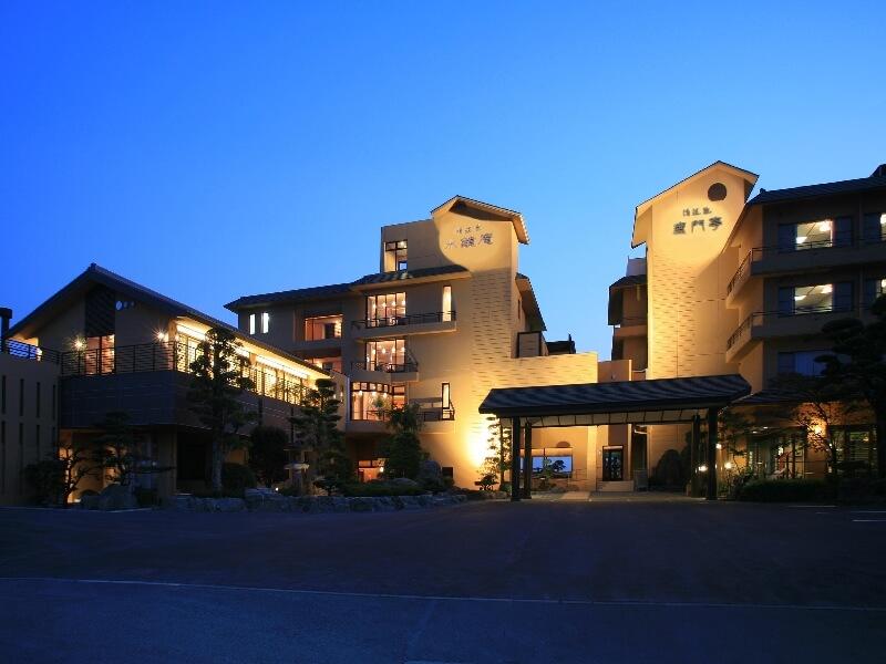 歴史のある安らぎの宿。2つの棟からなる、おもてなし旅館