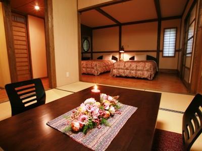客室は二間のゆったりとした造り。