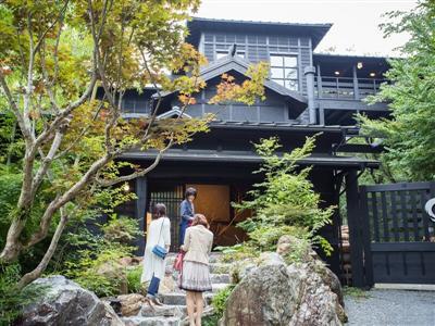 黒川の最も高台にある、一度は宿泊してみたい高級宿