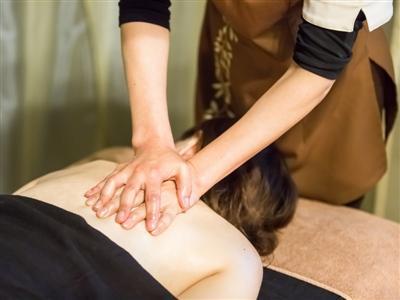 熟練の技術で体を癒してくれるヒマラヤンセラピー