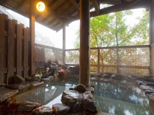 【展望家族風呂】常連さんがまず最初に入るという展望家族露天は2つ。