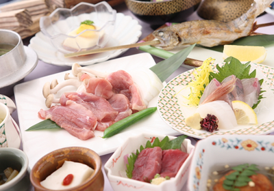 地の食材を用いた会席料理一例