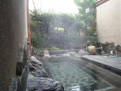 大きな露天風呂は家族で一緒に入浴可能