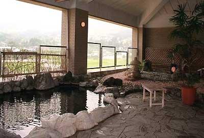 由布岳を一望することができる展望大浴場