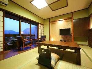 【本館和室】お部屋から由布岳を望めます。