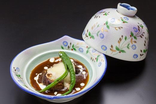 山光園の人気メニューの豚の角煮は洋の要素も取り入れた料理長オリジナル