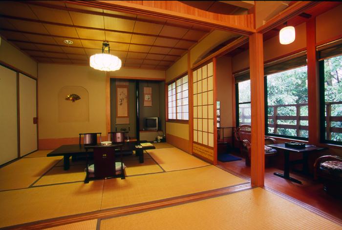 本館「萩凪の間」(8畳+4.5畳)