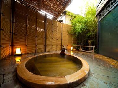 丸いデザインがユニークな露天風呂