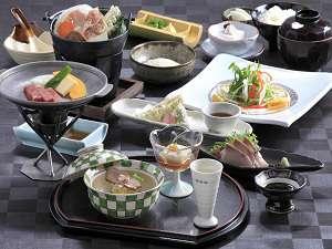 「レストラン四季彩」でいただく会席料理の一例