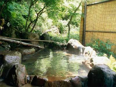 【もみじ湯】渓流沿いの露天風呂