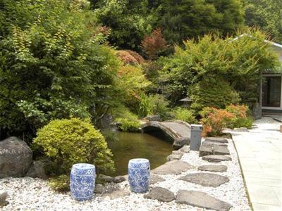 日本庭園や敷地内を流れる乙原川では、季節ごとに異なる表情を眺められます