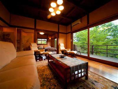 客室(三村)