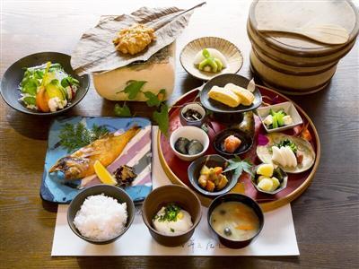 好きな魚を選べ焼き魚で頂く朝食