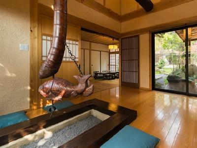 50平米以上の特別室は、囲炉裏・寝室・和室の3間がある贅沢な造り