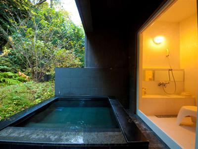 客室離れの専用露天風呂