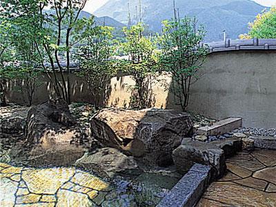 由布岳を正面に望む貸切露天風呂