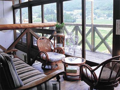田園風景を眺めながらの談話スペース