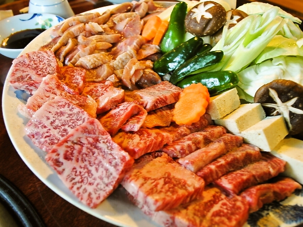 ボリューム満点「豊後牛と地鶏の焼肉会席」