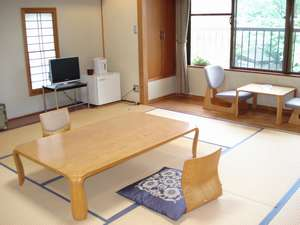 【広々12.5畳の和室】ご家族、グループ様もゆっくりとお寛ぎ頂けます。