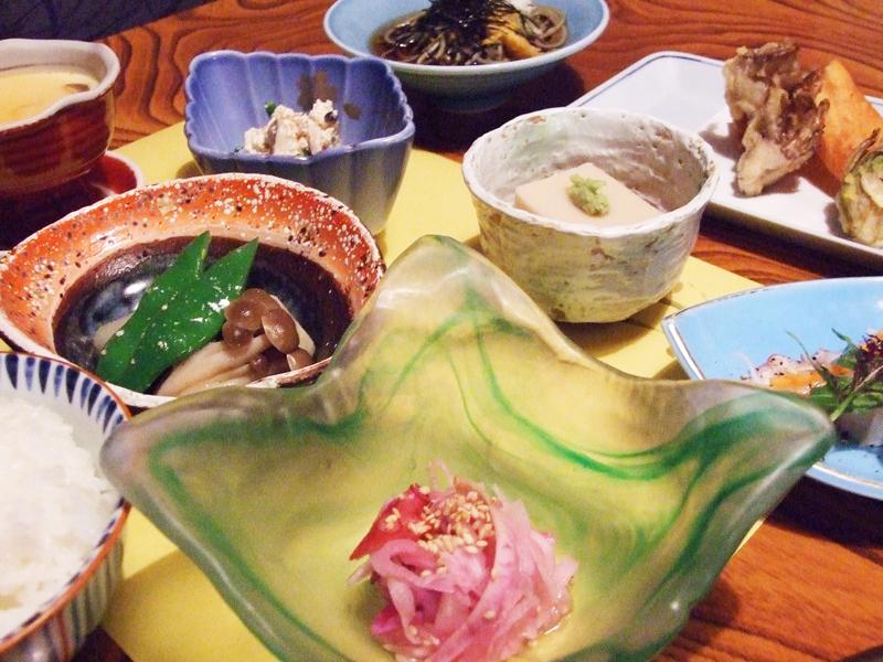 """当館特製の""""和風懐石料理""""手作りと地元食材にこだわっております。"""