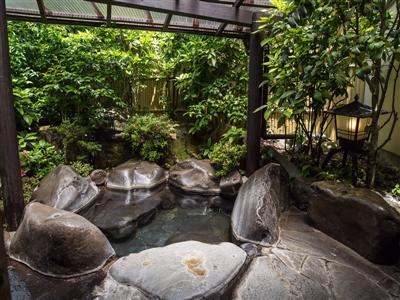 各客室では24時間源泉かけ流しの湯を堪能