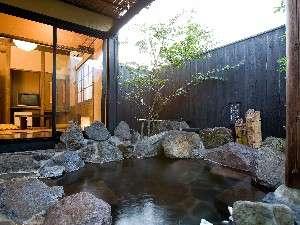 二間続きの客室「ゆず」専用露天風呂