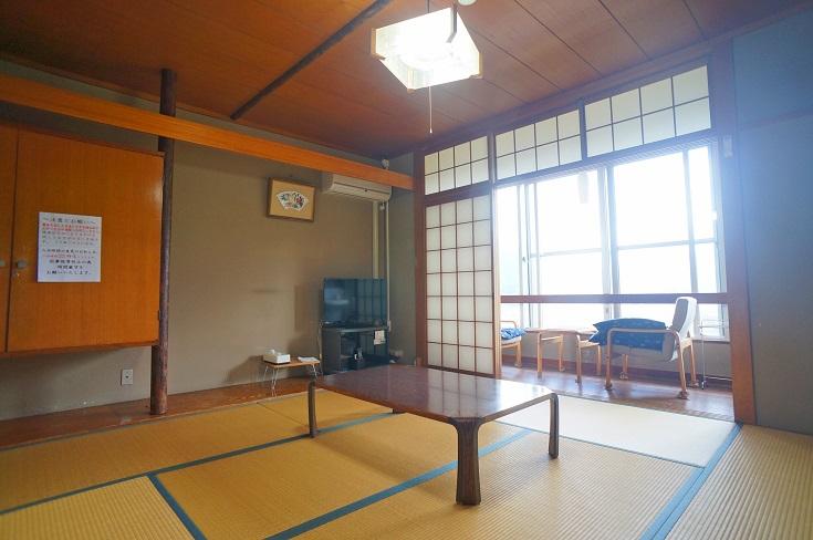 由布岳、由布院盆地が一望できる通常和室一例