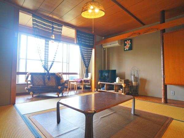 和ジアン客室一例<br />由布岳、由布院盆地が一望できる
