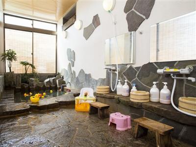 子ども連れでも気兼ねなく利用できる貸切風呂が2カ所あります。