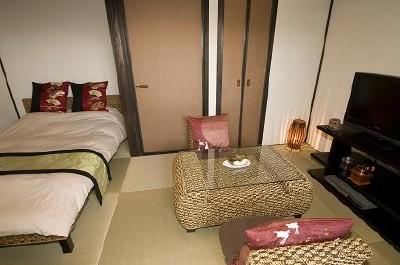 琉球畳の和室6畳+セミダブル付きの客室