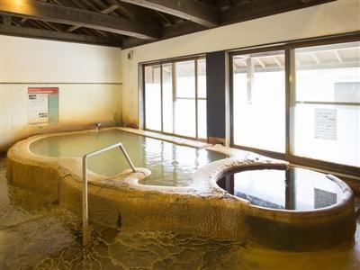 加温・加水は一切していない、自家源泉かけ流しの湯を堪能できる天然温泉。