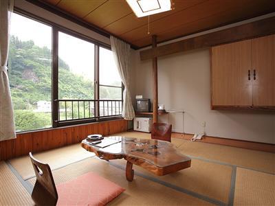 田園や川沿いなどが望める2タイプの客室