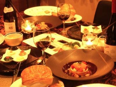 ご夕食では洋食コースを中心に、和風のブッフェもご用意しております。例