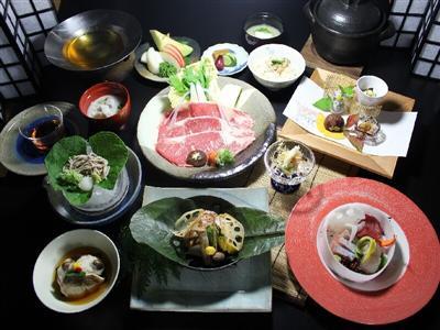 四季を取り入れ、地元の食材を使用した会席料理
