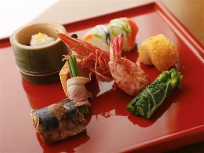料理人自慢の、華やかで彩り豊かな夕食