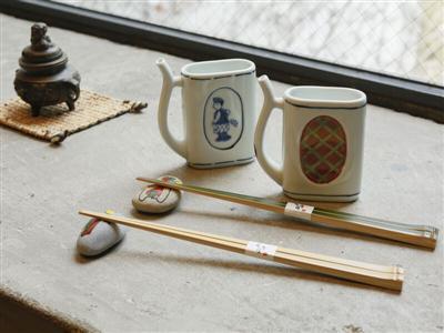 「飲泉カップ」や「竹箸」はここでしか手に入らない代物。お土産に。