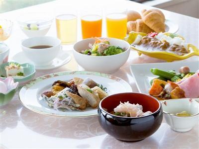 朝食は、鹿児島や九州の食材を使った和洋バイキング。