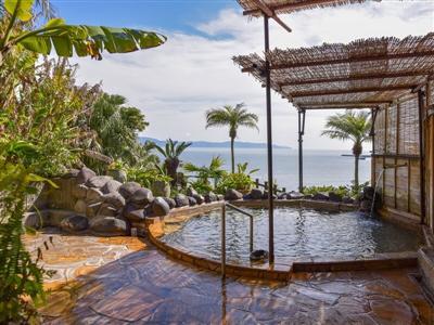 「美肌の湯」としても有名な温泉はメタケイ酸を多く含みしっとり潤った肌に