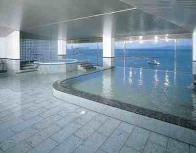展望大浴場は錦江湾に抱かれているような心地よさ