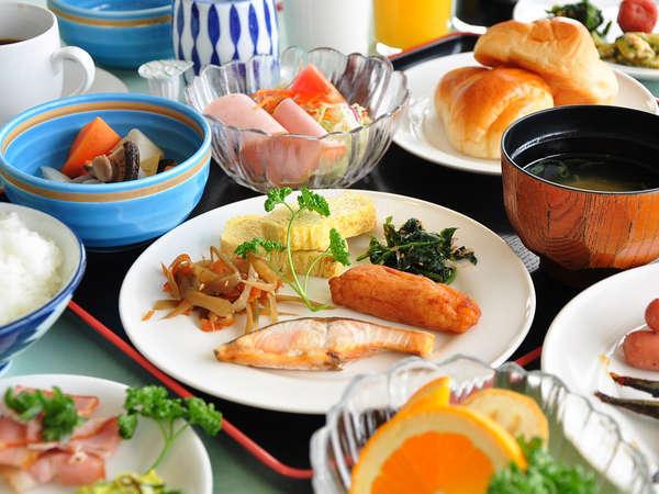【朝食バイキング】 たくさん食べて、1日のパワーをチャージ