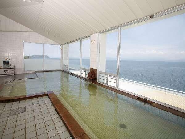 【展望大浴場】大浴場からは錦江湾も一望でき、ゆったりとリラックス