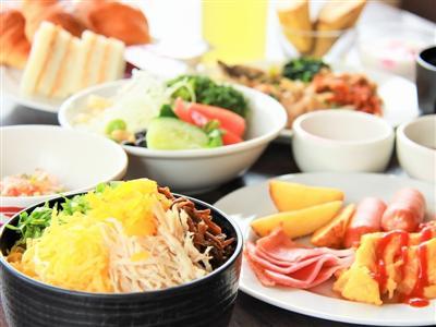 中でもホテル特製の「鶏飯」は、宿泊客に大人気の一品です。