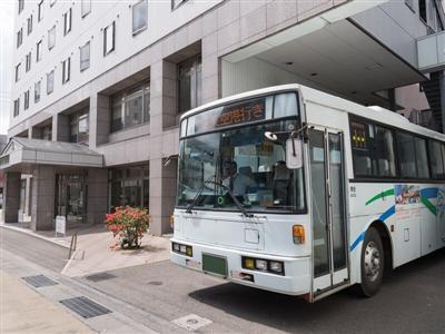 敷地内の連絡バス発着所