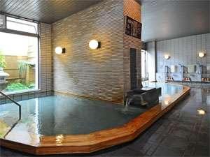 泉質は塩化物泉。掛け流しの大浴場。露天風呂も併設されている。